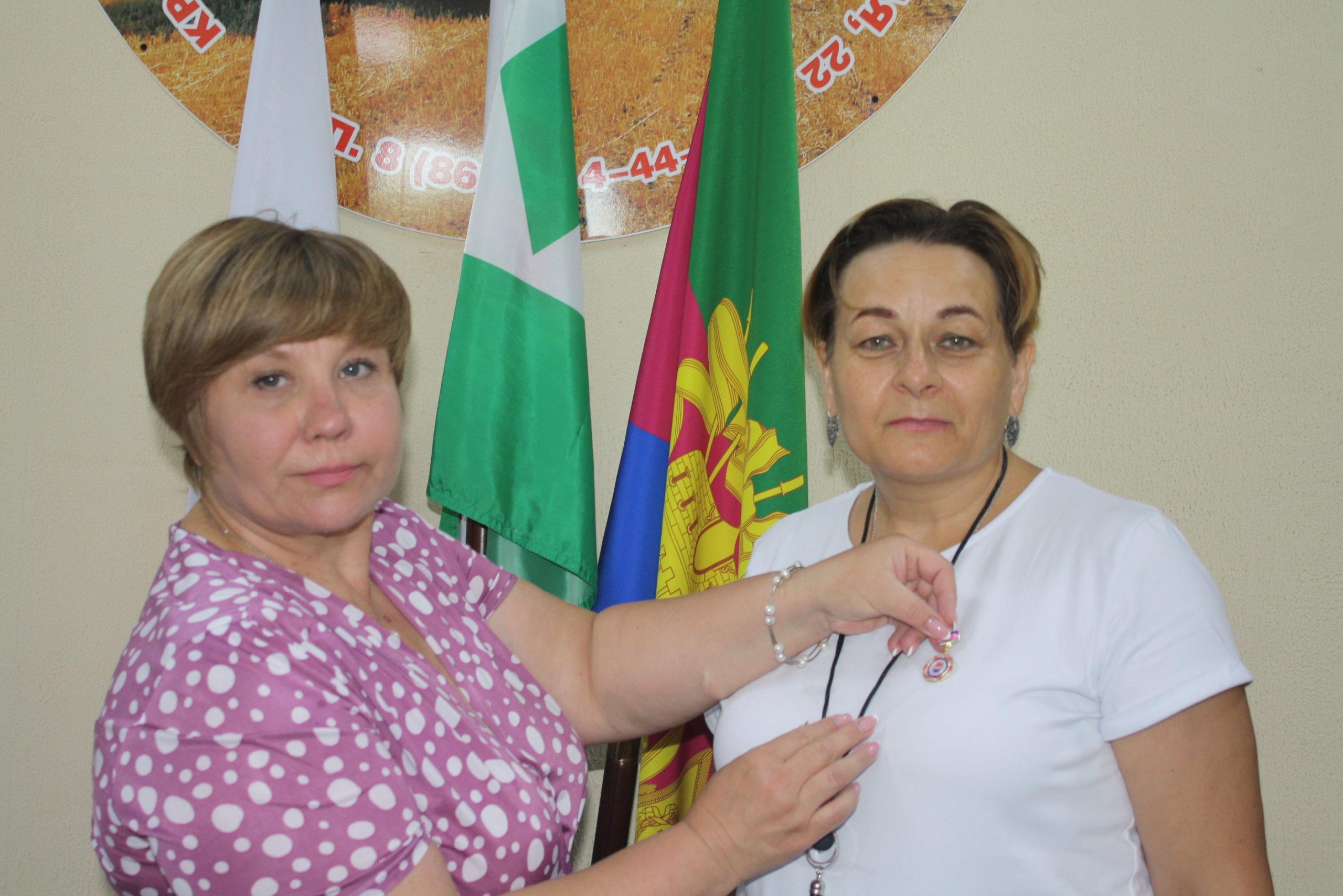 М. В. Моспаненко Е. А. Семенова вручение медали ФНПР
